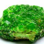 Самоцвет демантоид – наиболее ценный зеленый гранат