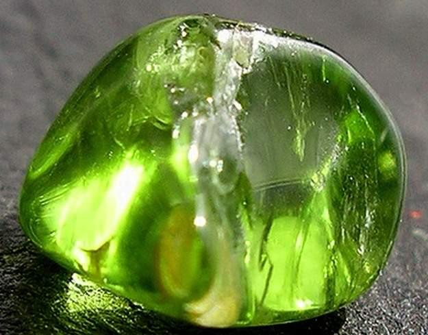 Хризолит (Перидот, Оливин) – камень знаний и удачи, свойства камня