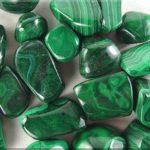 Малахит – ценный поделочный камень, имеющий необычно красивые узоры