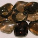 Большинство дымчатых кварцев (раухтопаз) имеют коричневый оттенок