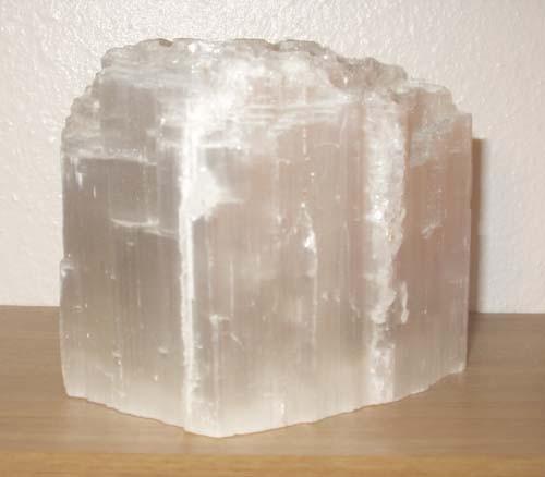 Камень Селенит и его лечебные и магические свойства