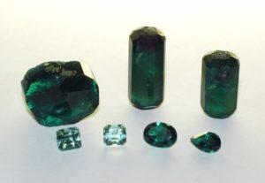 Изумруды, выращенные гидротермальным и раствор-расплавным методом: сырье и ограненные камни