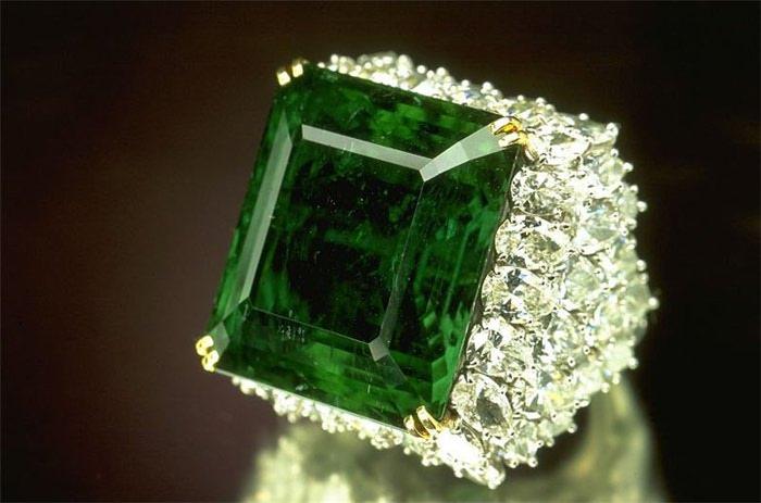 Зеленый изумруд цвет