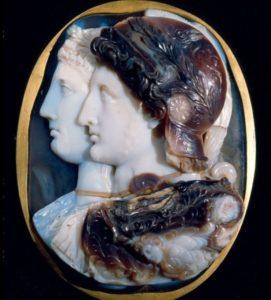 Известнейшая и совершенная камея – это камея Гонзага, хранящаяся в Эрмитаже.
