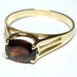 Кольцо с камнем альмандин подойдет всем знакам ззодиака без исключения.