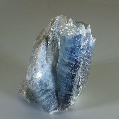 Описание камня кианит и его магические свойства
