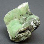 Цвета минерала – мутно-зеленый, бесцветный, сероватый, зеленовато-желтый, серо-зеленый.