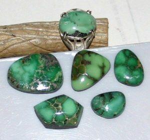 Считают, что камень обладает магическими свойствами и способен влиять на духовное развитие человека.