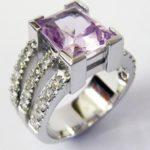 Есть мнение что кольцо с кунцитом обладает лечебными свойствами