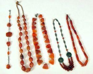 Сердолик широко применяется с давних времен для изготовления различного типа украшений