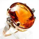 Кольцо с цитрином, надетое на мизинец, помогает в бизнесе и денежных делах.