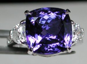 Камень выступает талисманом для тех людей, которые стремятся к семейному счастью и обогащению. Перстень.