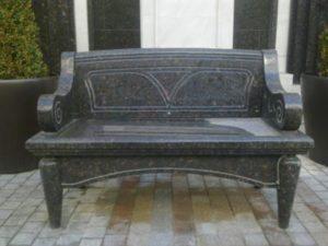 Гранит является уникальным материалом, изделия из него прочны и долговечны.
