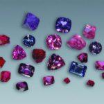 Благодаря содержанию в шпинели разнообразных примесей этот минерал может запросто приобретать любые оттенки.