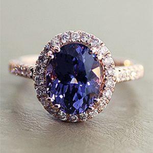 Шпинель по праву считается камнем, обладающим сильными магическими свойствами. Кольцо