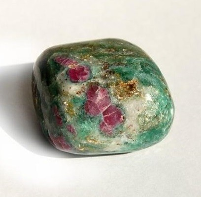 Камень цоизит и его свойства, знак зодиака и значение