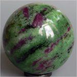 Каменный шар из минерала цоизит