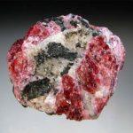 Камень эвдиалит, его лечебные и магические свойства