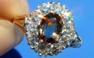 Золотое кольцо с андалузитом и бриллиантами