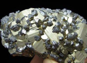 Кластер кристаллов галенита на кристаллах пирита