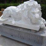Скульптура льва из натурального мрамора