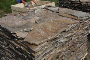 Риолит используется в качестве отделочного декоративного материала