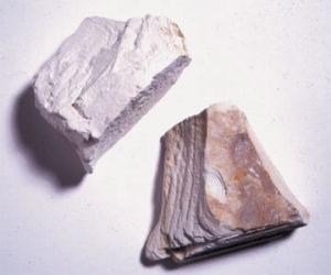 В фармацевтике каолинит используется в производстве медицинских препаратов, лечебных и косметических глиняных масок.