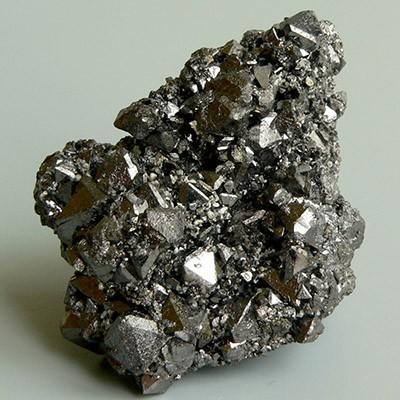 Минерал магнетит, его формула и магические свойства камня