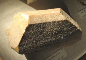 Ортоклаз активно используется в керамической и стекольной промышленности