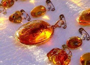 Камни обереги для младенцев это украшения из янтаря