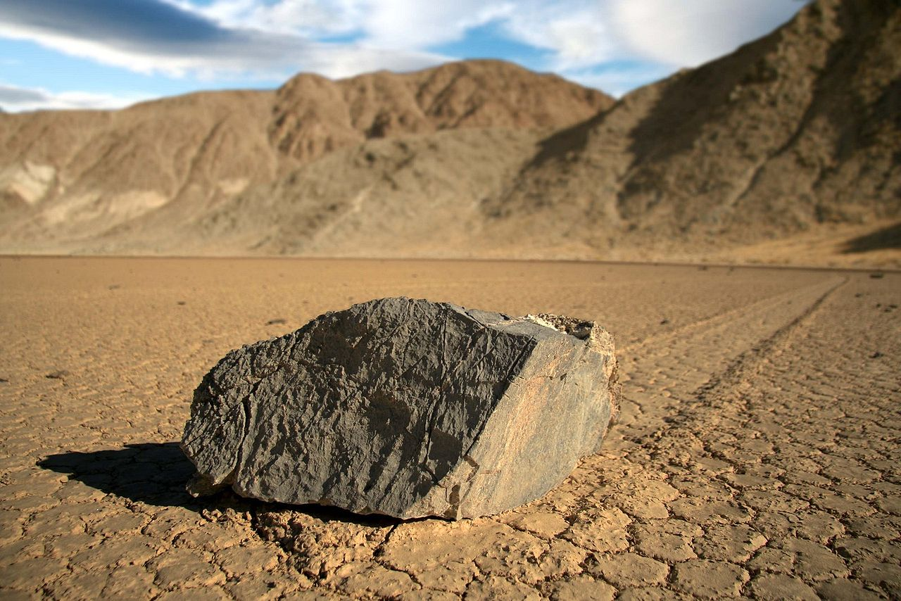 Движущиеся камни - феномен скользящих и ползущих камней