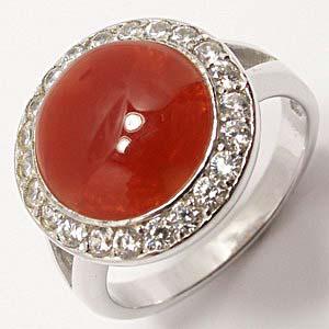 Женский перстень с камнем сердолик