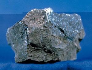 Минерал пиролюзит может иметь различное происхождение