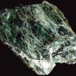 Необработанная порода камня серпентин