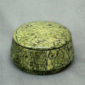 Серпентин является уникальным материалом для изготовления поделок, шкатулка из серпентина