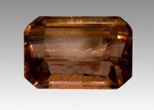 Ограненный бразильский камень сидерит