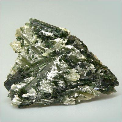 Минерал актинолит, его магические свойства камня, применение