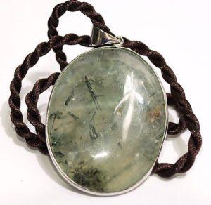 Кулон с камнем актинолит