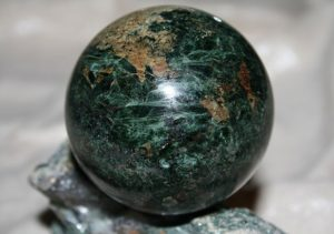 Шары, изготовленные из эгирина, являются отличным сувениром