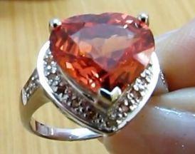 Перстень с камнем падпараджа