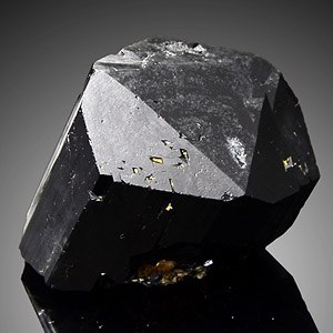 Черный турмалин (Шерл): свойства камня, значение