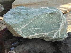 Необработанный камень лиственита