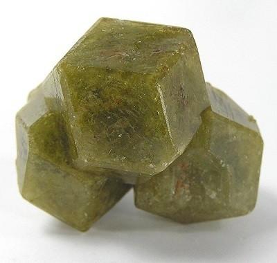 Гранат Гроссуляр - магические свойства камня