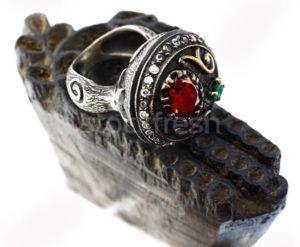 Старинное кольцо с драгоценным камнем