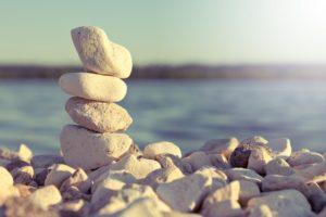 К чему снятся камни в воде и на берегу